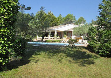 Soleado chalet en venta con piscina y pista de tenis-piscina2