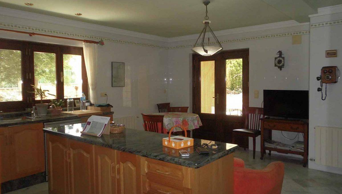 Soleado piso con piscina en la zona de Gormaig-cocina2
