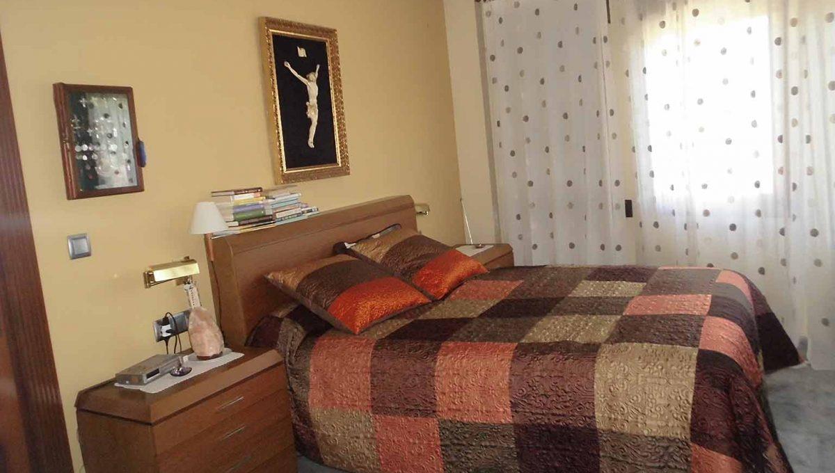 Soleado piso con piscina en la zona de Gormaig-dormitorio