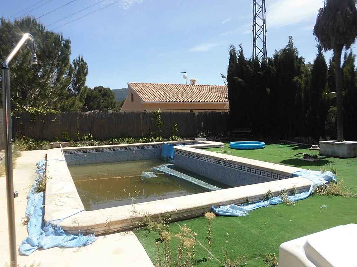 Soleado chalet con piscina en la zona de Gormaig