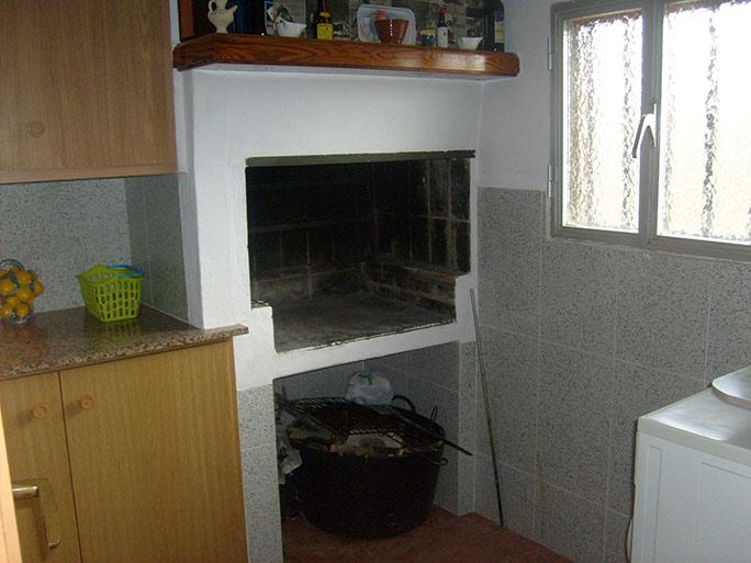Amplia casa de campo con huerta y chimenea de leña-cocina