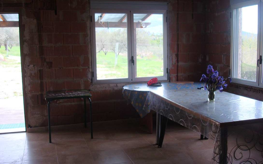 Casa de campo con buena orientación en cocentaina-comedor