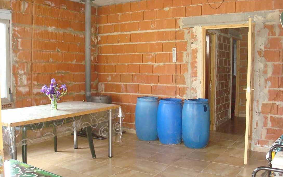 Casa de campo con buena orientación en cocentaina-comedor2