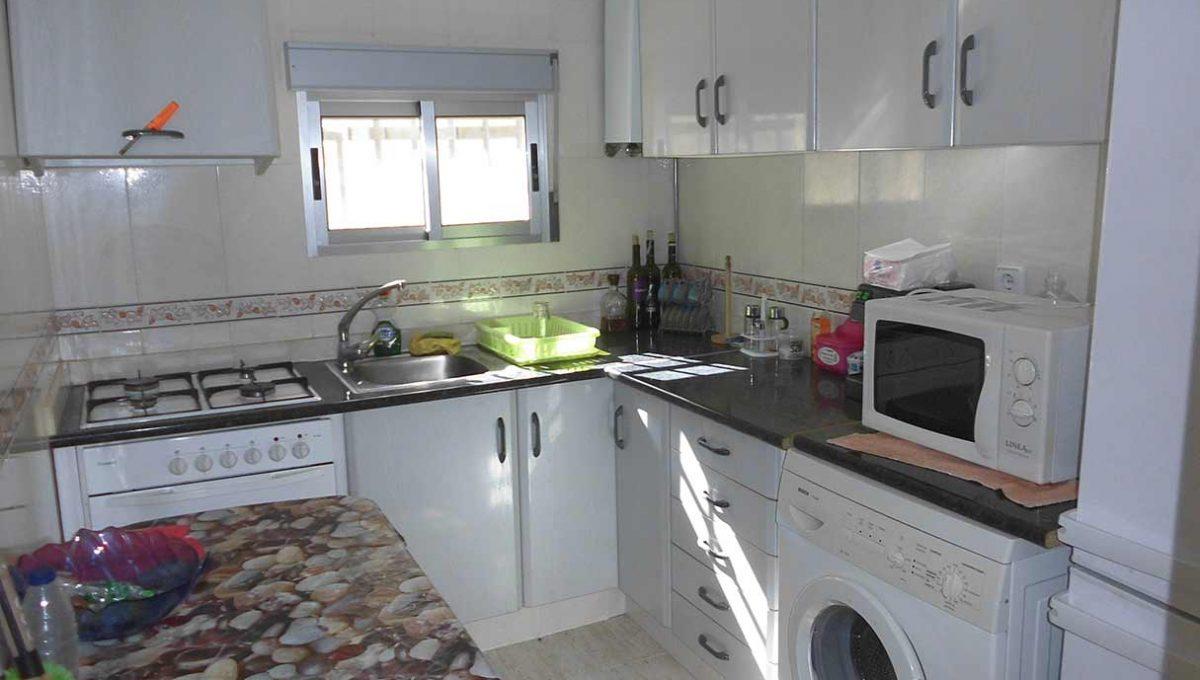 Casa pareada con porchi en gorga-cocina