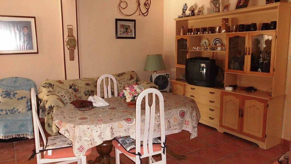 Casa pareada con porchi en gorga-comedor