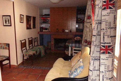 Casa pareada con porchi en gorga-comedor2