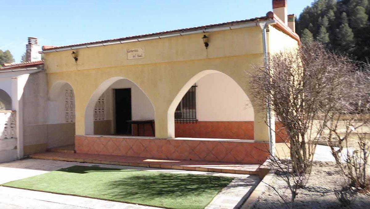 Casa pareada con porchi en gorga-exterior