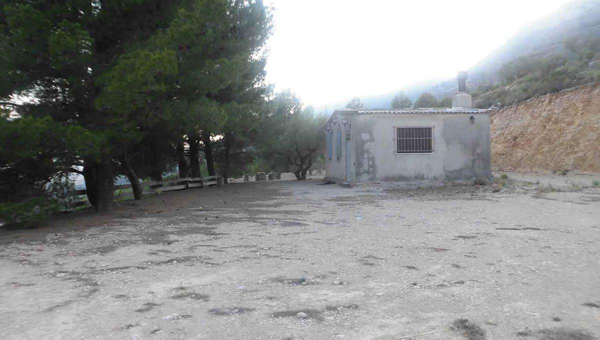 Casa refugio con buena vistas situada en gayanes-exterior