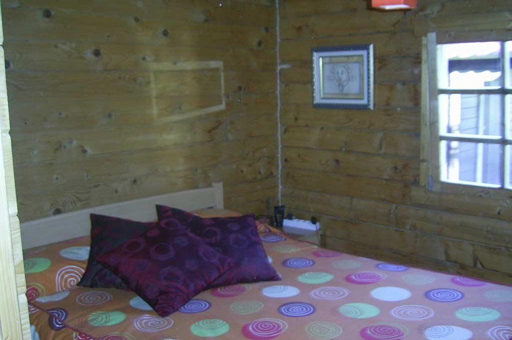 Amplio terreno con dos casas y muy buen acceso en Agres-dormitorio