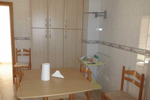Casa de campo con almendros a la venta en gorga-cocina2
