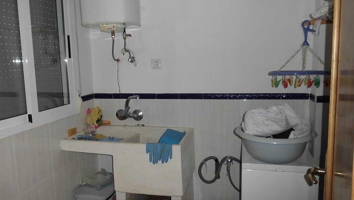 Casa de campo con almendros a la venta en gorga-cuarto de lavar