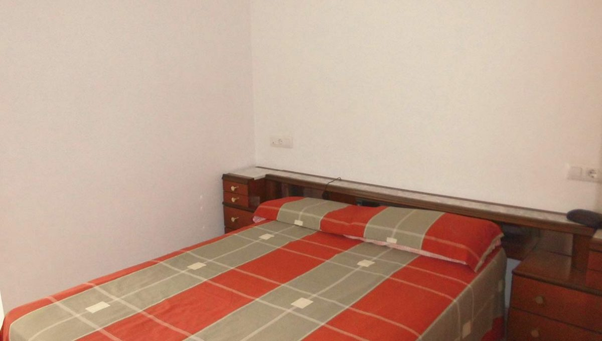 Casa de campo con almendros a la venta en gorga-dormitorio