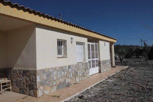 Casa de campo con almendros a la venta en gorga-exterior