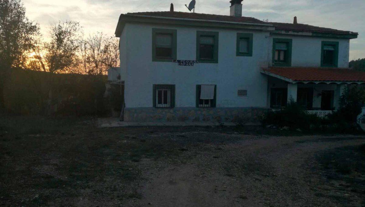 Casa de campo con dos plantas y piscina en Mariola-exterior