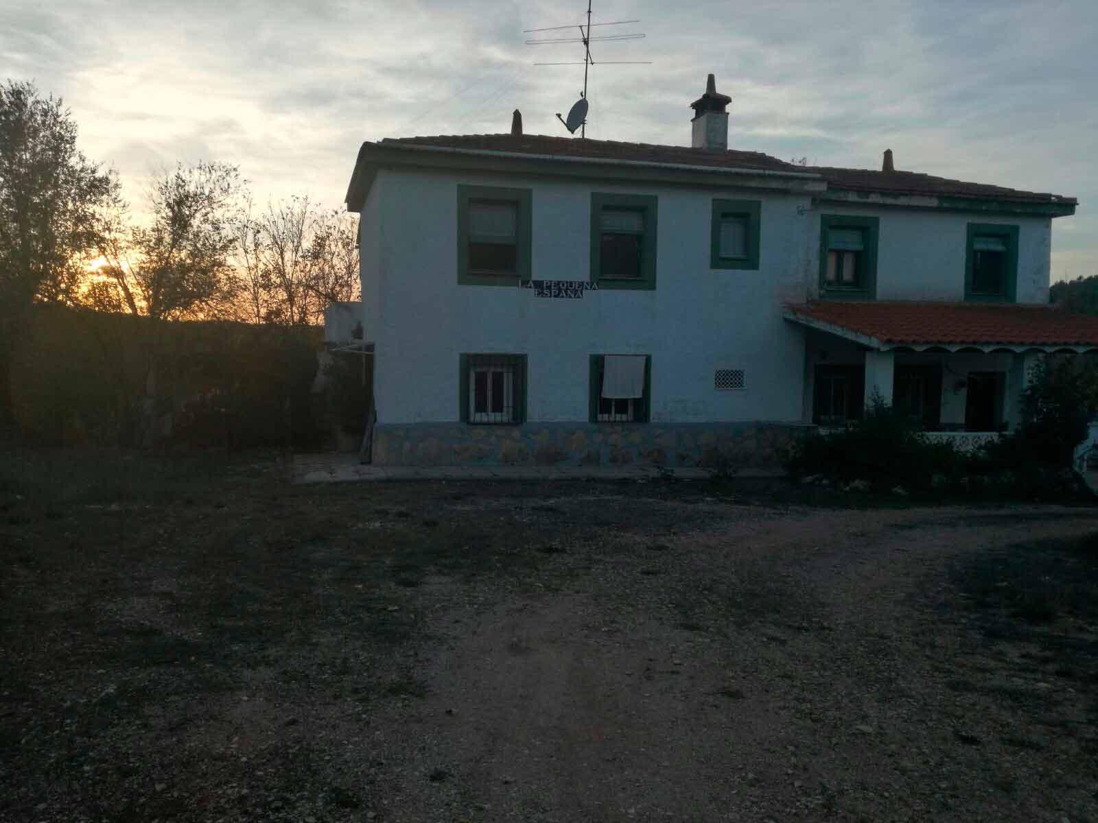 Casa de campo con dos plantas y piscina en Mariola