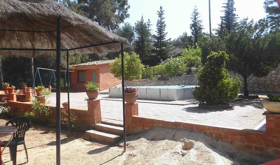 Casa de campo en planta con piscina en el baradello-jardin