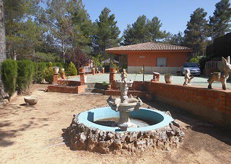Casa de campo en planta con piscina en el baradello-jardin2