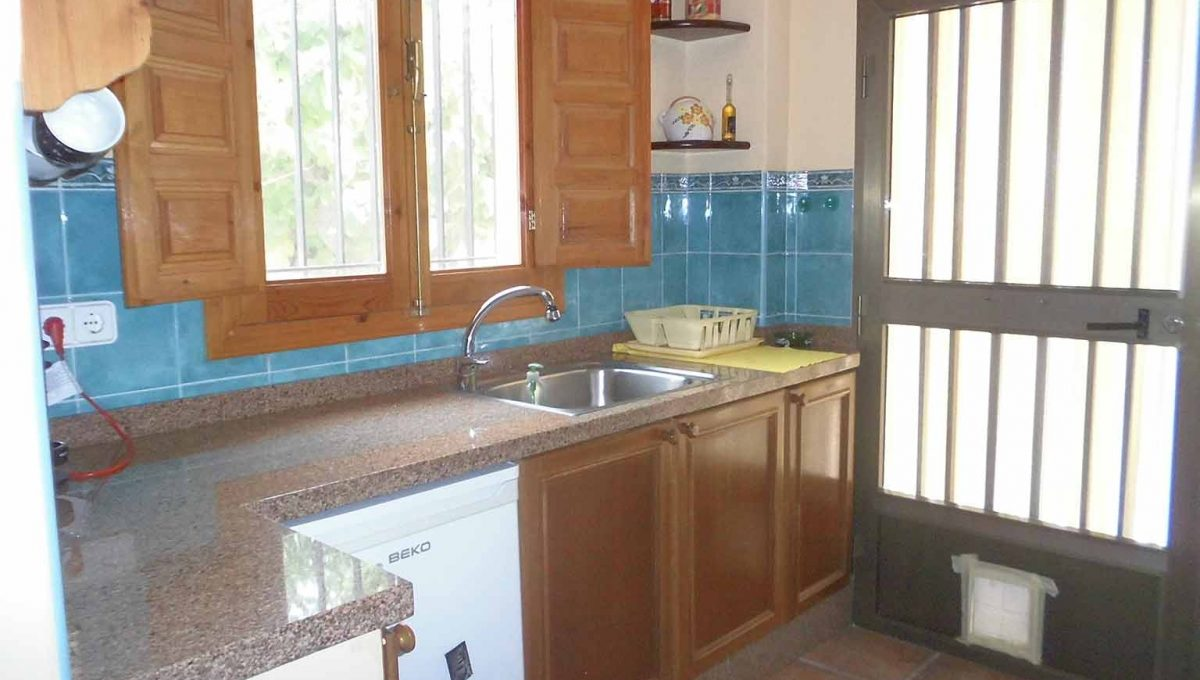Casa de campo en venta con buenas vistas y piscina-cocina2