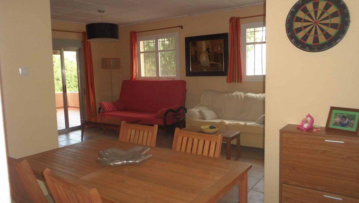Casa de campo en venta con buenas vistas y piscina-salon