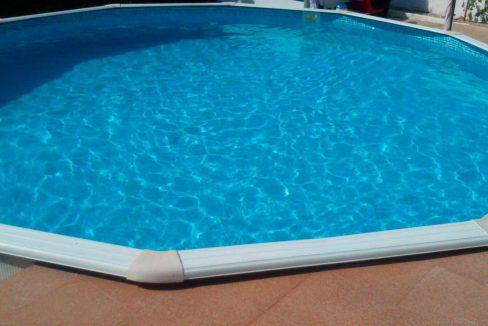 Casita con terraza y piscina en San Rafael-piscina