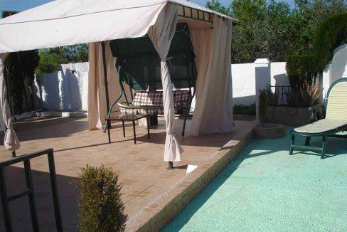 Casita con terraza y piscina en San Rafael-terraza