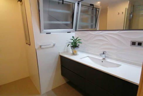 Luminoso piso reformado a la venta en Ensanche-banyo