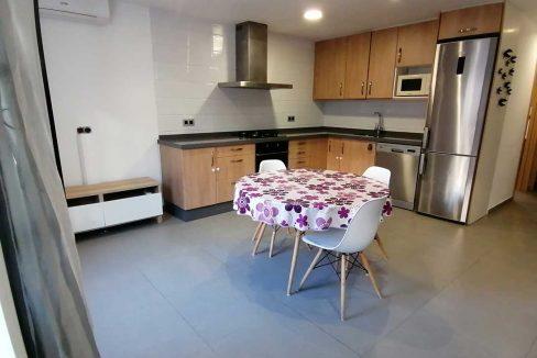 Luminoso piso reformado a la venta en Ensanche-cocina2