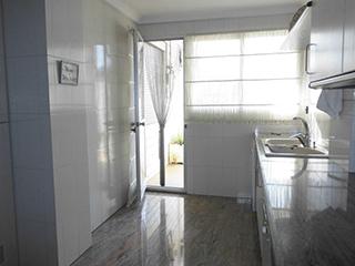 Piso en venta con balcones exteriores en Ensanche - cocina2