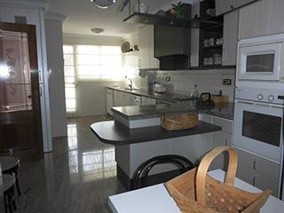 Piso en venta con balcones exteriores en Ensanche - cocina3