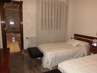 Piso en venta con balcones exteriores en Ensanche - dormitorio