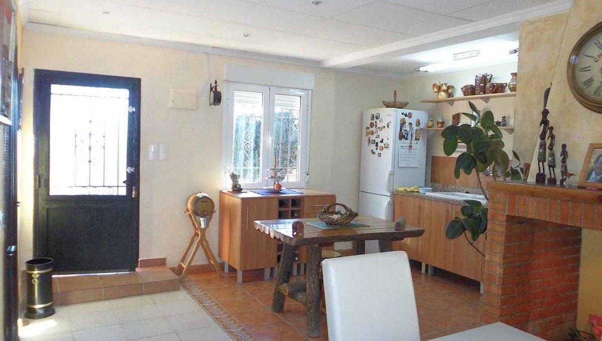 Soleada casa de campo con cocina office y piscina-cocina