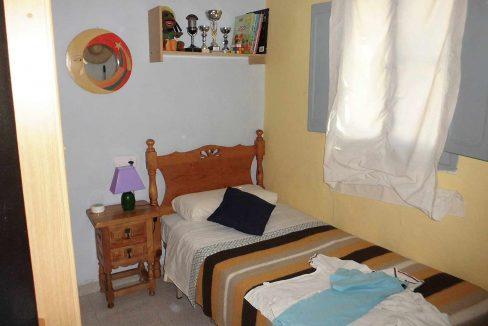 Soleada casa de campo con cocina office y piscina-dormitorio