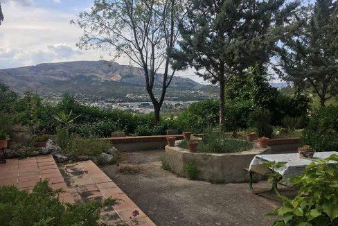 Casa de montaña con muy buenas vistas en Alcoy-jardín