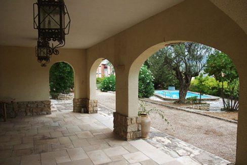 Amplio chalet de 3 alturas y 7 habitaciones con piscina en Alcoy. - Pergola