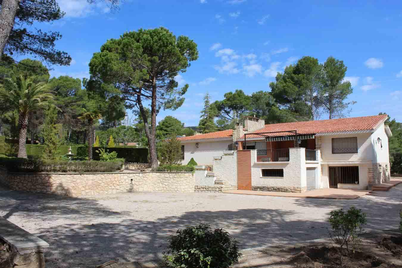 Oportunidad chalet con piscina en urbanización Montesol Alcoy.