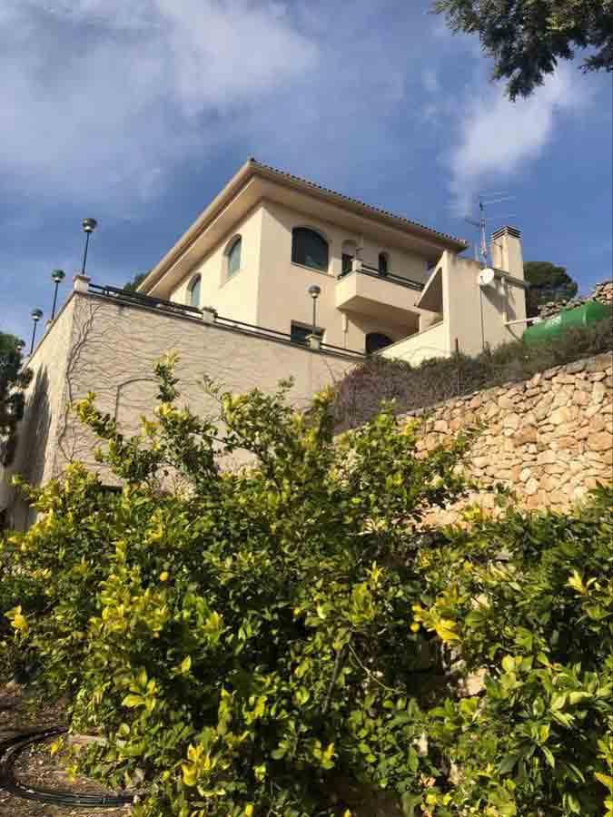 Se vende Chalet con 30000 m olivos, almendros y piscina climatizada en Cocentaina