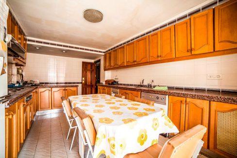 Grande piso en venta en Santa Rosa. - cocina 1(ligera)