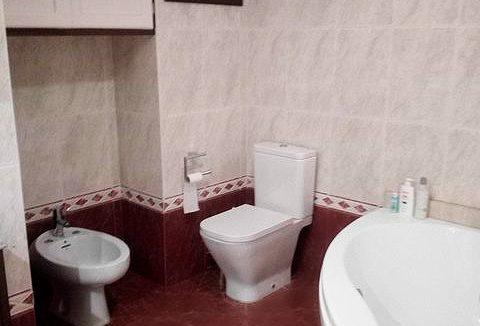 Se vende piso grande y espacioso en Santa Rosa. - Baño 5