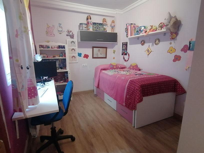 Extenso e iluminado piso a la venta en Santa Rosa. - Habitacion 1