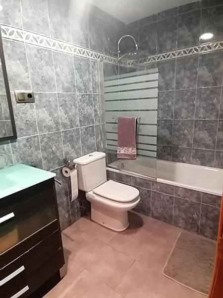 Se vende piso semi nuevo con buenas vistas en Batoi. - Aseo 2