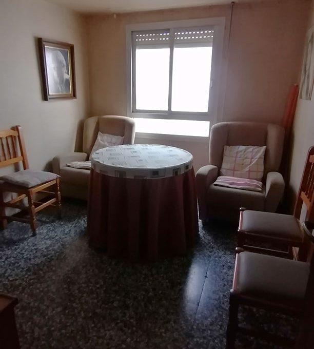 Se vende vasto piso en Santa Rosa, en buenas condiciones para habitar. - Salon