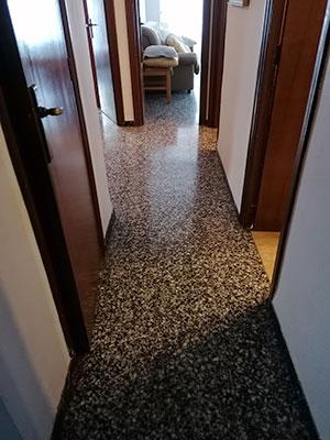 Se vende vasto piso en Santa Rosa, en buenas condiciones para habitar. - Pasillo