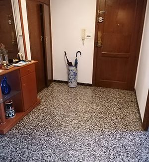 Se vende vasto piso en Santa Rosa, en buenas condiciones para habitar. - Entrada