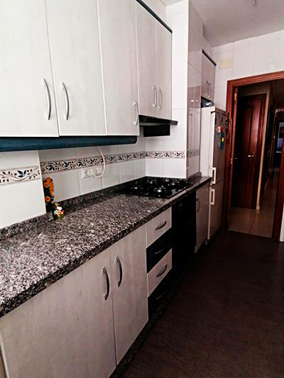 Se vende piso con terraza en Santa Rosa. - Cocina 2