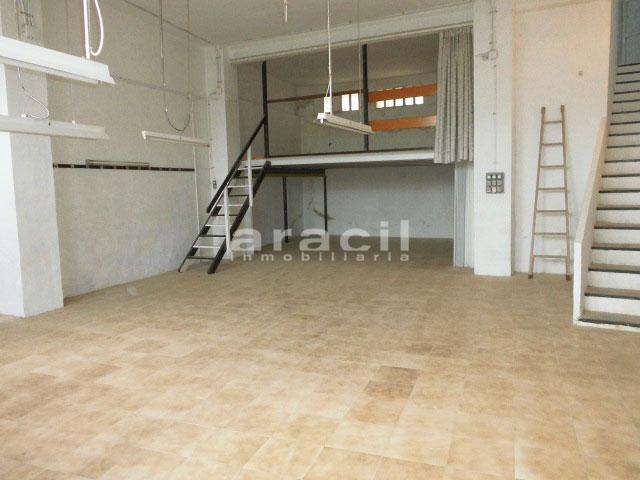Se vende local muy amplio y diáfano en Zona Alta, Alcoy. - Habitacion