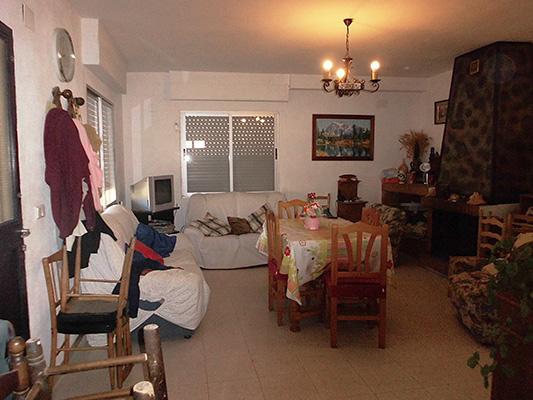 Amplio chalet de 300m2 en 3 pisos a la venta en Alcoy. - Salon 1