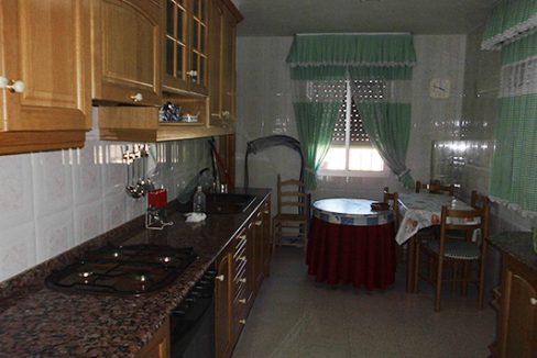 Amplio chalet de 300m2 en 3 pisos a la venta en Alcoy. - Cocina 1