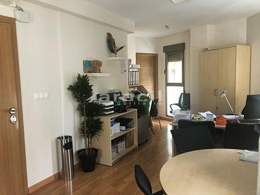 Bonita oficina a la venta en el centro de Alcoy. - Oficina