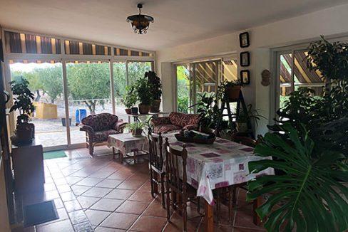 Se vende casa de campo con gran extensión de terreno  - Pergola cubierta 3