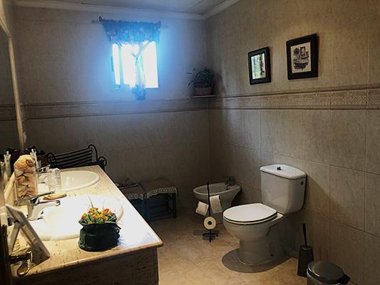 Se vende casa de campo con gran extensión de terreno  - Baño 3